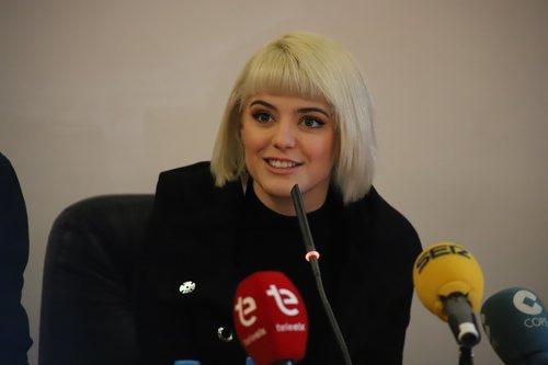 Alba Reche, hablando con los medios en el Ayuntamiento de Elche