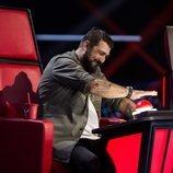 Antonio Orozco aprieta el pulsador como coach en 'La Voz'
