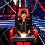 Pablo López muy sonriente en su sillón de coach de 'La Voz'