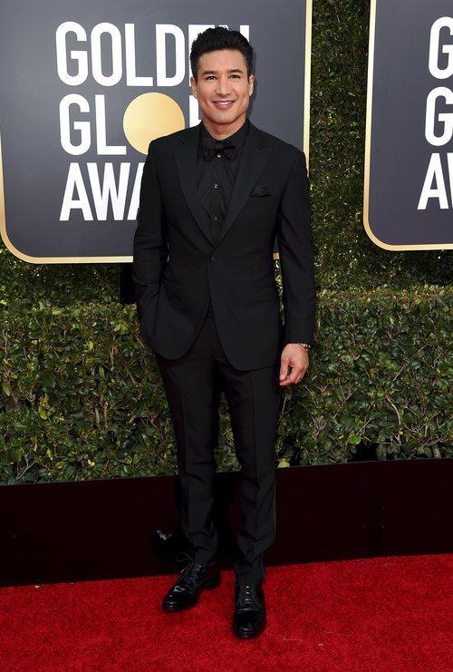 Mario Lopez en la alfombra roja de los Globos de Oro 2019