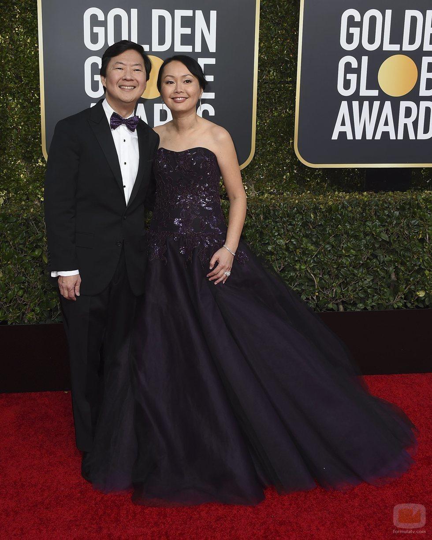 Ken Jeong y Tran Jeong en la alfombra roja de los Globos de Oro 2019