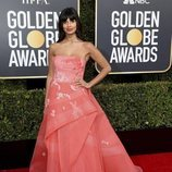 Jameela Jamil en la alfombra roja de los Globos de Oro 2019