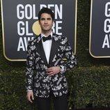 Darren Criss en la alfombra roja de los Globos de Oro 2019
