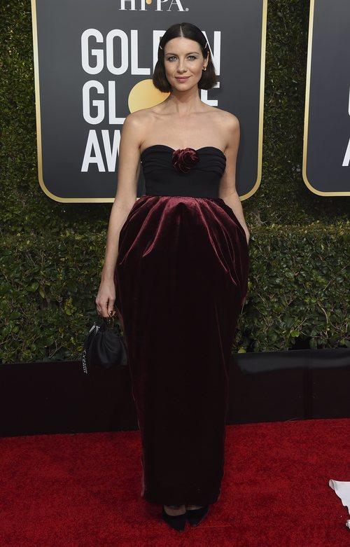Caitriona Balfe en la alfombra roja de los Globos de Oro 2019