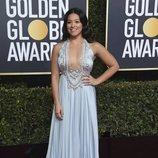 Gina Rodriguez en la alfombra roja de los Globos de Oro 2019