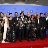 El equipo de 'American Crime Story: El asesinato de Gianni Versace' posa con el Globo de Oro
