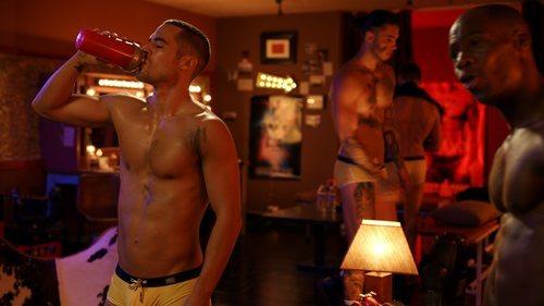 Jesús Mosquera en una sensual escena de 'Toy Boy'