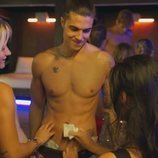 Carlo Costanzia se desnuda en striptease de 'Toy Boy'