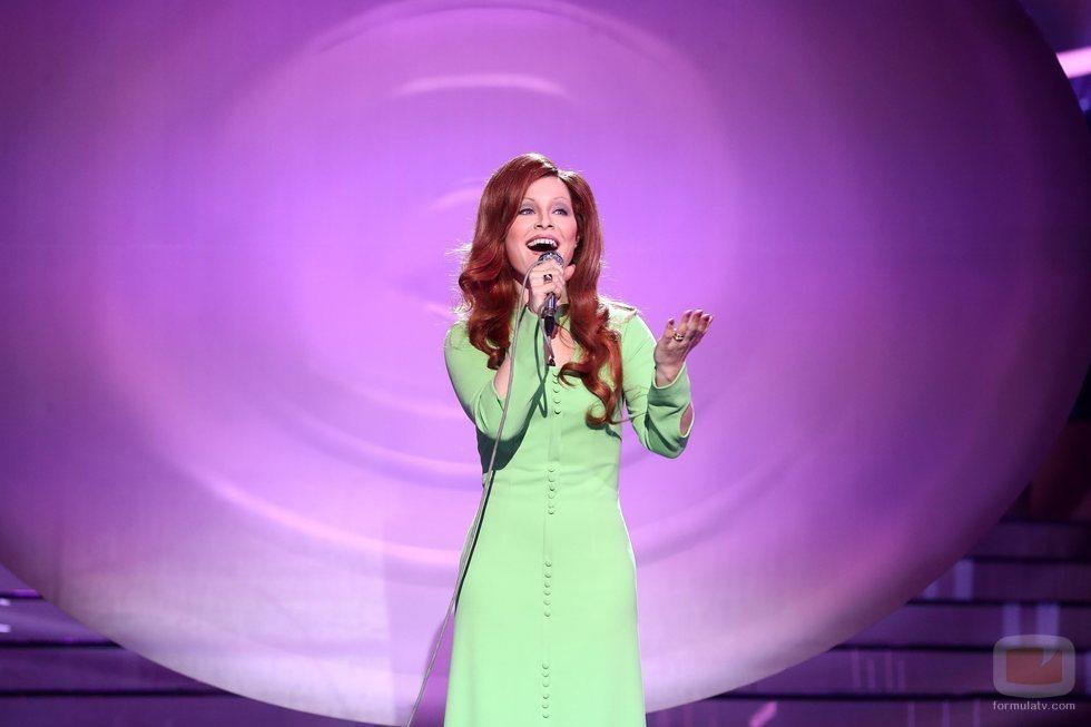 Soraya Arnelas es Karina en la Gala 12 de 'Tu cara me suena'