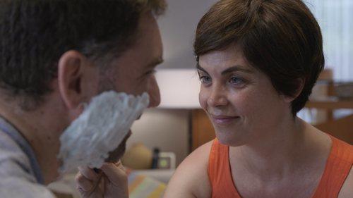 Samanta Villar afeita a un hombre en su nuevo programa, 'La vida con Samanta'