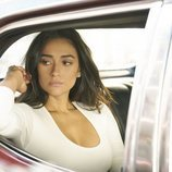 Shay Mitchell es Peach en la serie de Netflix 'YOU'
