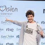 Miki posa en la rueda de prensa como representante de España en Eurovisión 2019