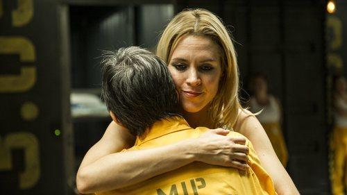 Macarena y Sole se abrazan en los pasillos de 'Vis a vis' en la cuarta temporada