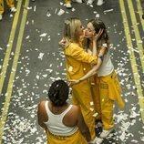 Macarena se abraza a Tere en la cárcel de 'Vis a vis' en la cuarta temporada