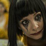 Zulema maquillada en el suelo de la cárcel de 'Vis a vis' en la cuarta temporada