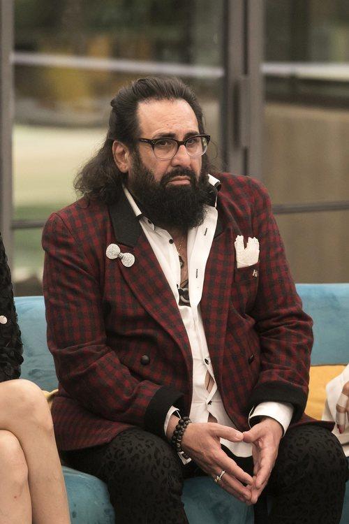 Juan Miguel sentado durante la gala 4 de 'GH Dúo'