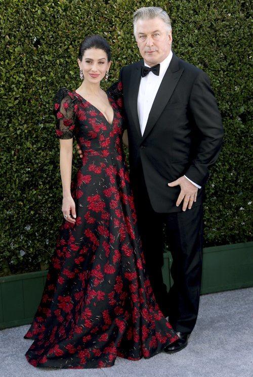 Alec Baldwin e Hilaria Baldwin en la alfombra roja de los SAG Awards 2019