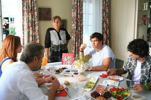 La familia Serez junto a Yaman en 'Medcezir'