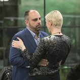 María Jesús Ruiz y Julio Ruz se abrazan en la Gala 5 de 'GH Dúo'