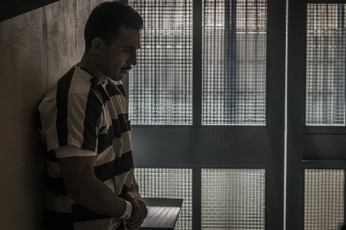 Miguel Ángel Silvestre, encarcelado en la miniserie 'En el corredor de la muerte'