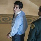 Miguel Ángel Silvestre, esposado en la miniserie 'En el corredor de la muerte'