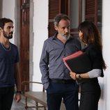 Raúl Prieto, Francesc Garrido y Goya Toledo en la nueva serie de HBO 'La Sala'