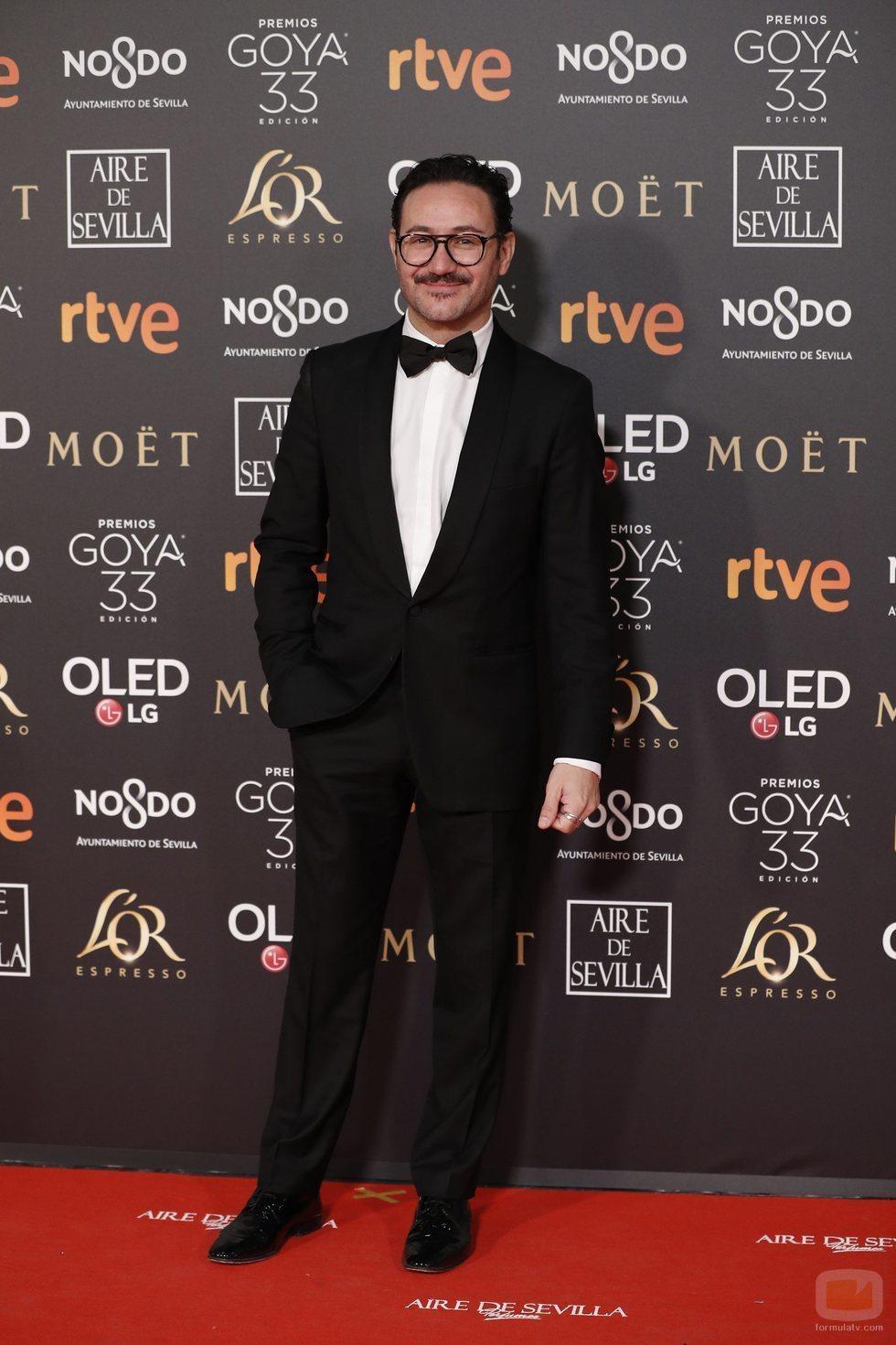 Carlos Santos posa en la alfombra roja de los Premios Goya 2019