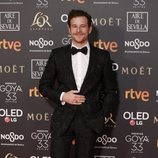 Álvaro Cervantes posa en la alfombra roja de los Premios Goya 2019