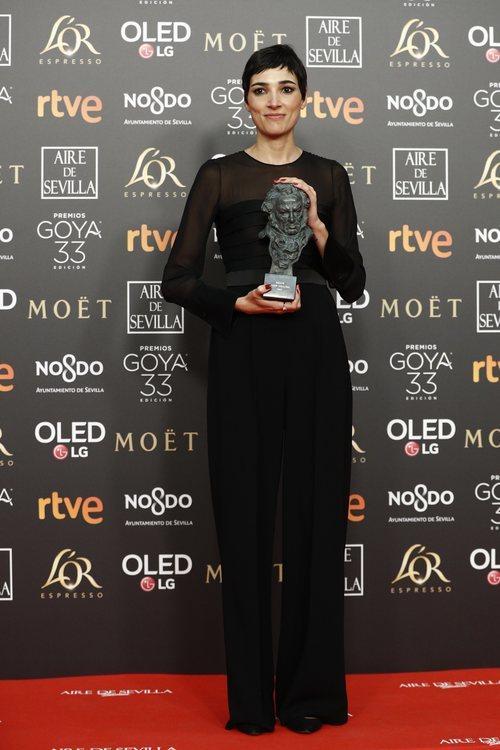 """Isabel Peña con su Goya 2019 a Mejor guion original por """"La noche de 12 años"""""""