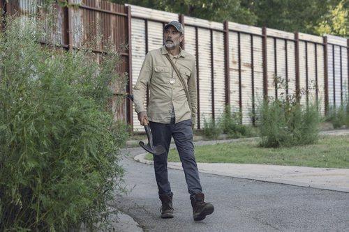 Negan camina en solitario en la novena temporada de 'The Walking Dead'