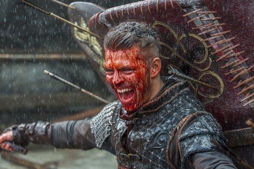 Ivar en medio de una sangrienta batalla en la quinta temporada de 'Vikings'