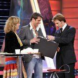 Iván recibe el premio de ganador de 'Gran hermano 10'