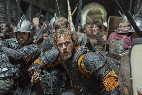 El rey Athelwulf batallando en la quinta temporada de 'Vikings'
