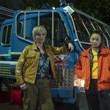 Thaddea Graham y Miranda Richardson en 'Curfew (Toque de queda)'