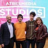 Javier Calvo y Javier Ambrossi firman un acuerdo de exclusividad con Atresmedia Studios
