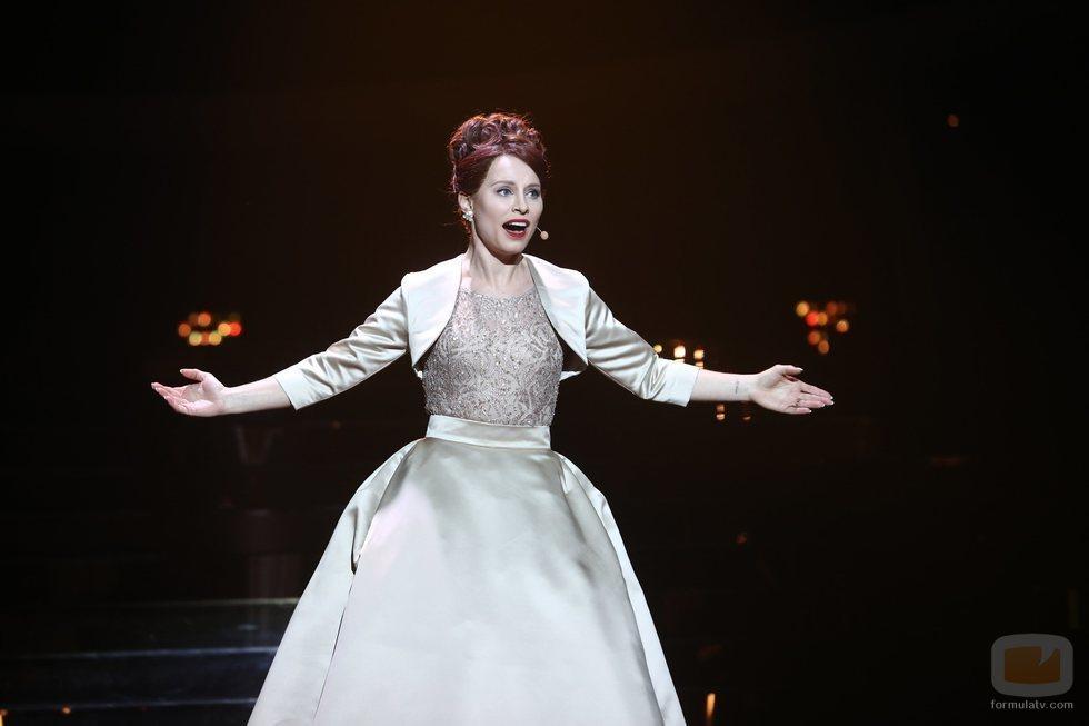 Soraya Arnelas como Loren Allred en la gala final de 'Tu cara me suena 7'