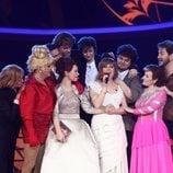 María Villalón, ganadora de 'Tu cara me suena 7', rodeada del resto de concursantes en la gala final