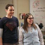 Amy y Sheldon riéndose en la temporada 12 de 'The Big Bang Theory'