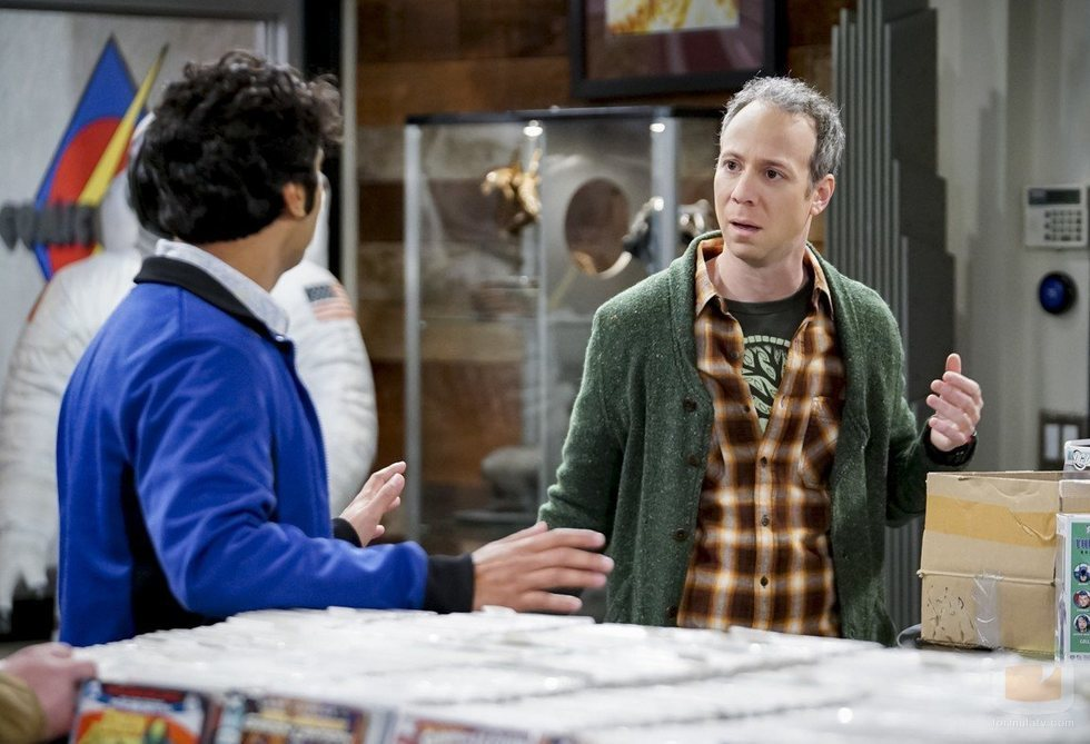 Rajesh y Stuart en la temporada 12 de 'The Big Bang Theory'