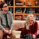 Leonard y Penny comparten sofá en la temporada 12 de 'The Big Bang Theory'