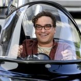 Leonard conduciendo feliz en la temporada 12 de 'The Big Bang Theory'