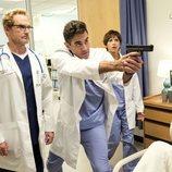 Jere Burns, Bobby Cannavale y Rashida Jones en la cuarta temporada de 'Angie Tribeca'