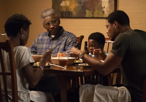 El actor Mahershala Ali caracterizado de un envejecido Wayne Hays en la tercera temporada de 'True Detective'