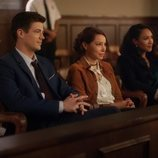 Grant Gustin, Jessica Parker Kennedy y Candice Patton en la quinta temporada de 'The Flash'