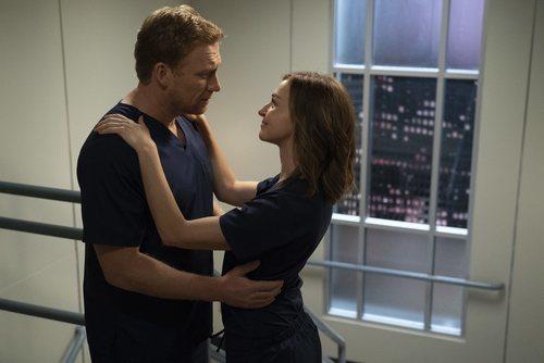 Kevin McKidd y Caterina Scorsone en la temporada 15 de 'Anatomía de Grey'