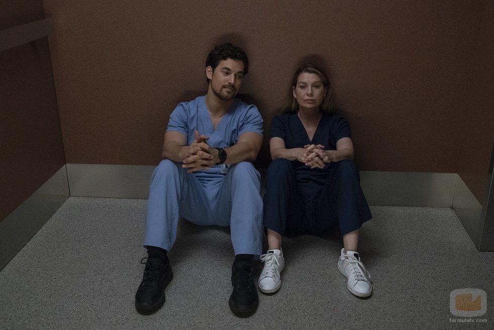Giacomo Gianniotti y Ellen Pompeo en la temporada 15 de 'Anatomía de Grey', de ABC