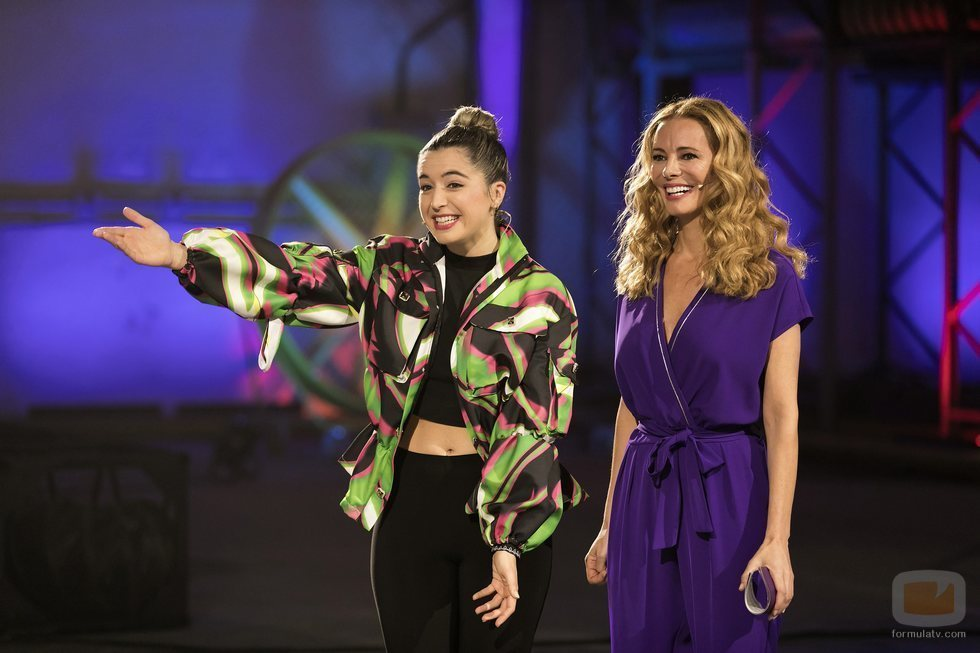 Lola Índigo y Paula Vázquez en el plató de 'Fama a bailar'