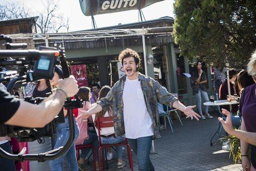 """Miki Núñez, cantando en la grabación del videoclip de """"La venda"""""""