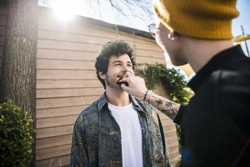 """Miki Núñez es maquillado en la grabación del videoclip de """"La venda"""""""