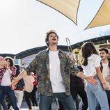 """Miki Núñez, cantando y bailando en la grabación del videoclip de """"La venda"""""""